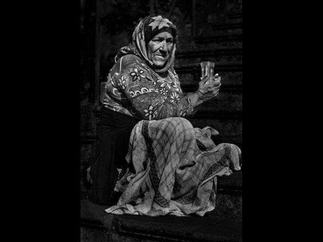 1082 The beggar woman