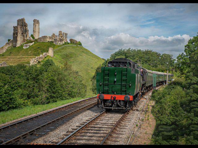 2224_Ken Brown_Train entering Corfe Castle station